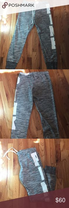 NWT VS PINK Gym Pants Gray M NWT VS PINK Gym Pant size medium. Oversized. Price firm! PINK Victoria's Secret Pants
