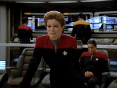 Janeway and Chakotay > OMG this is too cute (I was looking at the viewscreen, Kathryn. Honest!)