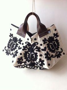 I love the shape Handmade Bags, Handmade Bracelets, Sacs Design, Hungarian Embroidery, Boho Bags, Fabric Bags, Fashion Bags, Fashion Handbags, Leather Jewelry