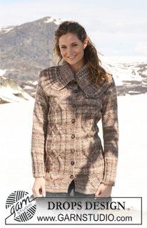 """Prodloužený kabátek z přízí """"Fabel"""" a """"Alpaca"""" s copánkovým vzorem a velkým límcem. ~ DROPS Design"""