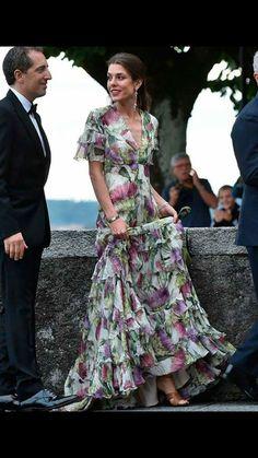 Carlota Casiraghi, el estilo de una 'royal' impecable a partir de los 30 Day Dresses, Dress Outfits, Nice Dresses, Evening Dresses, Fashion Dresses, Summer Dresses, Dress Skirt, Dress Up, Looks Party