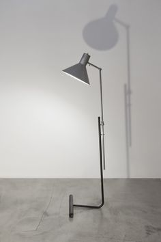 Gino Sarfatti; #1045 Floor Aluminum, Brass and Enameled Metal Floor Lamp, 1950s.