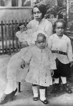 MOTHER'S DAY | 1920