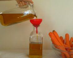 L'olio di carota possiede numerose proprietà curative e benefiche, in particolare si utilizza per prevenire l'invecchiamento della pelle. L...