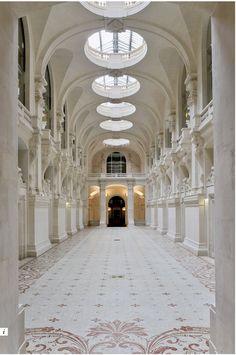 Mes #favMW du jour commencent par la Nef des @artsdecoratifs http://www.lesartsdecoratifs.fr/francais/musees/musee-des-arts-decoratifs/parcours/plan-766/la-nef/ … #MuseumWeek