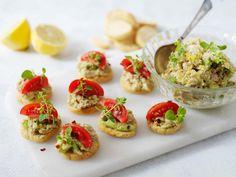 Crostini med avokado- och tonfiskröra