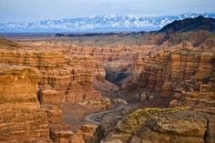 How and why to visit Charyn Canyon near Almaty, for independent travelers and those on a tour. Including 4 more canyons nearby.