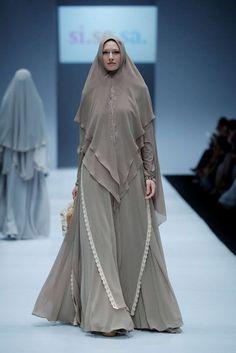 The World's Fashion Business News Moslem Fashion, Niqab Fashion, Modest Fashion, Fashion Outfits, Moda Hijab, Hijab Style Dress, Mode Abaya, Muslim Women Fashion, Sleeves Designs For Dresses