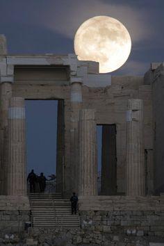 «Super Moon»: 2016 Acropolis Athens Greece