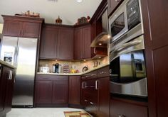 Designed by KabCo Kitchens in Florida, this cherry Showplace features our Cordova stain. Thanks for your hard work and well-thought-out design!  Learn more about KabCo Kitchens: http://kabcokitchens.com/ Learn more about Showplace cherry: http://www.showplacewood.com/WoodsFin2/woodsC.0.html