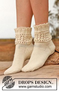 "Chrystal - Knitted DROPS socks with lace pattern in ""Karisma"". - Free pattern by DROPS Design Lace Socks, Knitted Slippers, Wool Socks, Crochet Slippers, Knitting Socks, Hand Knitting, Knit Crochet, Knitting Patterns, Crochet Patterns"