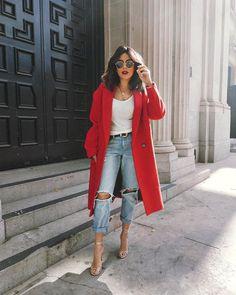 look com calça jeans, tshirt e casaco vermelho look with jeans, tshirt and red coat Pin: 564 x 705 Fashion Mode, Look Fashion, Autumn Fashion, Womens Fashion, Fashion Trends, Fashion Ideas, City Fashion, Ladies Fashion, Fashion Styles
