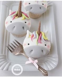 Unicorn cupcakes by - she takes orders Unicorn Cupcakes, Cute Cupcakes, Cupcake Cookies, Unicorn Party, Berry Cupcakes, Unicorn Birthday, Unicorn Macarons, Birthday Cupcakes, Cupcakes Decorados