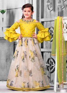 indian designer choli suits with dupatta Long Frocks For Girls, Stylish Dresses For Girls, Gowns For Girls, Stylish Dress Designs, Dresses Kids Girl, Girls Dresses Sewing, Baby Dresses, Baby Girl Lehenga, Lehenga For Girls