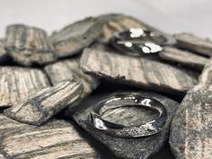 Deine Individualität ist das Schönste, das du tragen kannst!  #gold #goldfuchs #fuchs #schmuck #ringe #eheringe #hochzeit #heiraten #wedding #weddingrings #ehe #paare #liebe #verbunden #zusammen #eins #forever #gold #austria #goldschmied #handwerk #individuell #individuelleeheringe #individualität #diamant #diamond #weißgold Rings For Men, Jewelry, Man Jewelry, Fox Jewelry, White Gold Diamonds, Make Jewelry, Men Rings, Jewlery, Jewerly