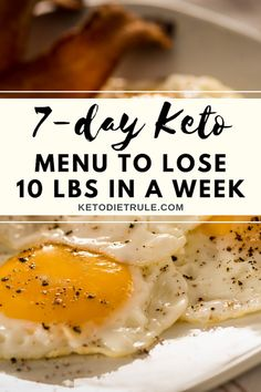 Thinking of starting the keto diet? As with any restrictive low-carb diet, keto or ketogenic diet comes with a set of challenges and list of foods to eat and not to eat. This keto diet menu has all you need to drive and keep your body in the state of Keto Postres, Menu Dieta, Diet Food List, Food Lists, Fast Food Diet, Keto Diet For Beginners, Keto Diet For Dummies, Foods To Eat, Clean Foods
