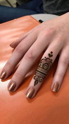 Ideas for tattoo ideas finger henna mehndi - Charlottes Lieblings tatooideen - Henna Designs Hand Easy Mehndi Designs, Finger Henna Designs, Henna Art Designs, Mehndi Designs For Beginners, Mehndi Designs For Fingers, Latest Mehndi Designs, Mehandi Designs, Beautiful Henna Designs, Henna Tattoo Hand Designs