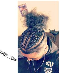All styles of box braids to sublimate her hair afro On long box braids, everything is allowed! For fans of all kinds of buns, Afro braids in XXL bun bun work as well as the low glamorous bun Zoe Kravitz. Box Braids Hairstyles, Box Braids Bun, Long Box Braids, Dope Hairstyles, Male Braids, Men's Hairstyle, Hairstyle Ideas, Curly Hair Men, Curly Hair Styles