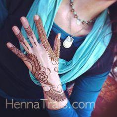 Khaleeji style henna.