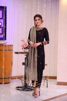 Hira Mani and Affan Waheed Clicks from Good Morning Pakistan Black Pakistani Dress, Beautiful Pakistani Dresses, Pakistani Formal Dresses, Pakistani Fashion Casual, Pakistani Dress Design, Pakistani Outfits, Stunning Dresses, Indian Dresses, Indian Fashion