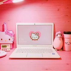 【oohtoocute】さんのInstagramをピンしています。 《I'm loving this room setup. #roominspiration @lovely_hanol ! ! ! ! ! ! ! #minimalism #minimal #minimalismo #猫#ねこ#minimalexperience #tree #cute #decorations #木 #cat #可愛い #かわいい #instagram #kawaii #さくら #桜 #beautifulday #hellokitty #空#ソラ#そら#はな #laptop #pink》