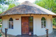 Rondavel House - Picture of Inyanga Safari Lodge, Phalaborwa - Tripadvisor Round House Plans, Guest House Plans, My House Plans, Home Design Images, House Design Photos, Bamboo House Design, House Front Design, Hut House, Tiny House Cabin