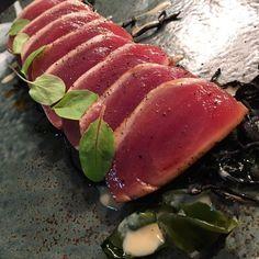 Tataki de atún y algas wakame / Tuna Tataki with wakame seaweed#gastronomia #food