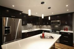 L shaped kitchen designs with island | Large Island-style kitchen
