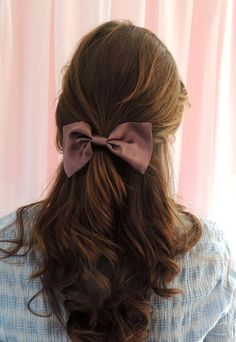 Silk Hair Bow Dusk Purple Silk Satin Hair Bow Barrette Clip Take a look at some of the extensions on our page, we'd love to get your feedback! We've got a surprise sale happening for off! Bow Hair Clips, Barrette Clip, Bow Clip, Messy Hairstyles, Pretty Hairstyles, Ribbon Hairstyle, Hairstyle With Bow, Silk Hair, Tips Belleza