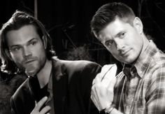 beautiful morons whom I love quite dearly Supernatural Convention, Supernatural Cast, Winchester Boys, Winchester Brothers, Jensen And Misha, Jensen Ackles, Boy Walking, Walking Dead, Ill Miss You