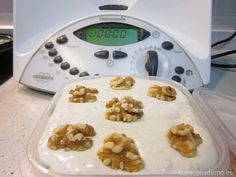 Paté de Queso y Nueces con Thermomix - La Alacena de MO Dips Thermomix, Canapes, Empanadas, Cooking Time, Bon Appetit, Tapas, Oatmeal, Sandwiches, Food And Drink
