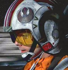 Luke is the best pilot. I know we have Poe but who cares about him! Luke isn't such a bad pilot himself! Star Wars Episodio Iv, Star Wars Personajes, Star Wars Luke Skywalker, Episode Iv, Star Wars Tattoo, Star Wars Pictures, Rebel Alliance, Star Wars Wallpaper, Star War 3