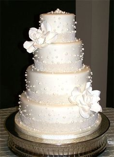 wedding cake - pearls all it needs is a little pink :)
