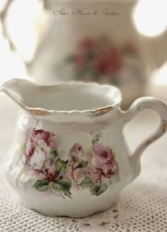 Party Dishes, Tea Art, Rose Cottage, Chocolate Pots, Vintage Dishes, China Porcelain, Beautiful Roses, Tea Time, Tea Cups
