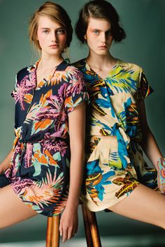 Discover the universe of Antik Batik and the ready-to-wear and accessories collections for woman on the eshop Antik Batik. Fashion Week, Fashion Looks, Tropical Fashion, Mode Editorials, Textiles, Mode Inspiration, Fashion Prints, Textile Design, Editorial Fashion