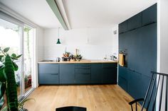 Sigurd Larsen kitchen design in aluminium in anthracite with a countertop in solid oak. It's an IKEA hack.