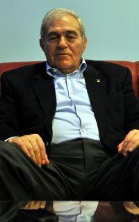 """""""Efsaneden veda"""" Ahmet Ayık, FILA'dan ayrılma kararı aldı, veliahtını da seçti. http://www.trtspor.com.tr/haber/diger-sporlar/gures/efsane-guresciden-veda-66516.html"""