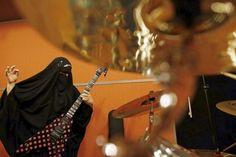 guitarist-muslim