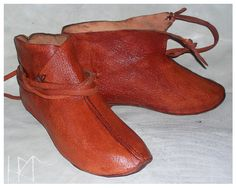 A reconstruction of viking shoes from Haithabu 10 c. Naturally tanned goat leather, hand stiching.