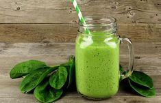How to make detox smoothies. Do detox smoothies help lose weight? Learn which ingredients help you detox and lose weight without starving yourself. Smoothie Detox, Green Smoothie Recipes, Juice Smoothie, Healthy Smoothies, Healthy Drinks, Healthy Snacks, Healthy Eating, Healthy Recipes, Keto Recipes