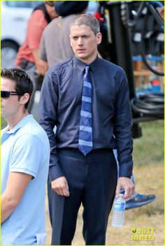 wentworth miller on the flash first set photos 04 Wentworth Miller is a silver fox with his new grey hair on the set of his upcoming series The Flash on Wednesday afternoon (August 6) in Vancouver, Canada. The…