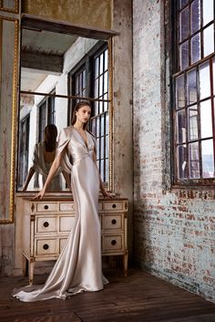 A very Sexy gown from Pamella Roland Pre-Fall 2015 - Collection - Gallery - Style.com...mother of the bride maybe?