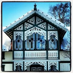 Bilderesultat for sveitserstil Screened Porch Designs, Swedish Style, Old Houses, Wooden Houses, Wood Trim, Victorian Homes, Architecture, Scandinavian Design, Beautiful Homes