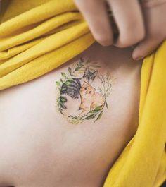 28 ideias de Tatuagem de Cachorrinho e Gatinho para você se inspirar, na busca de uma tattoo delicada sem muitos traços ou até aquelas cheias de detalhes mais vivas, coloridas estão sempre fazendo sucesso para quem deseja simbolizar o seu animal de estimação na pele. Vai muito daquilo de expressar o momento que se vive …