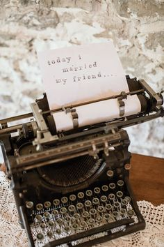 Use a vintage typewriter as a cool piece of décor or a unique guestbook. Image: Pinterest