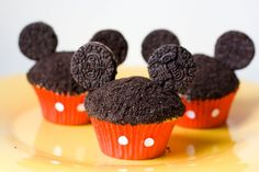 Mickey Mouse Cupcakes - crumble the hard part of the OREO and sprinkle it on top of the chocolate frosted cupcake. Stick pins (or small sticks) in the frosting part of the OREO then stick that into the cupcake. Oreo Cupcakes, Cute Cupcakes, Cupcake Cakes, Cupcake Recipes, Oreo Cookies, Birthday Cupcakes, Party Cupcakes, Gourmet Cupcakes, Strawberry Cupcakes