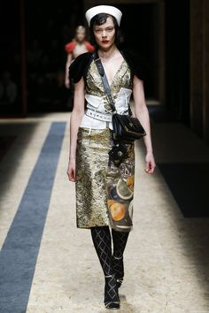 Prada Fall 2016 Ready-to-Wear Fashion Show