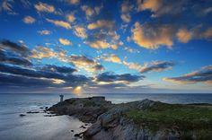 La presqu'île de Kermorvan au Conquet et le phare par Mathieu Rivrin.  A découvrir depuis notre maison d'hôtes de charme en Bretagne.