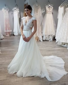 Isn't it pretty?Trend of the coming season - separate bodice guarantees perfect fitting, flying skirt makes the gown complete.What a charming duo... #SvatebniSalon #SvatebniDumTeamo #SvatebniSaty #SpolecenskeSaty #WeddingDressinPrague #WeddinginPrague #weddinginczech #СвадебныйСалонПрага