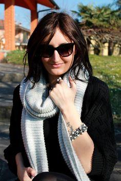 Un total black, la sua sciarpa preferita e gioielli Luca Barra sul fashion blogger Baby what's up di Alice Cerea! #fashionblogger #alicecerea #blogdimoda #babywhataspp #gioielli #lucabarra #outfit #tendenzemoda